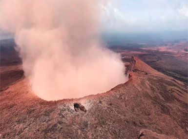 volcano-hawaii-AP-385